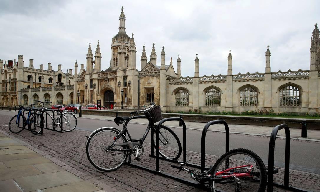 Universidade de Cambridge, na Inglaterra, cancelou as aulas presenciais até o fim do ano letivo de 2021 Foto: Andrew Couldridge / Reuters