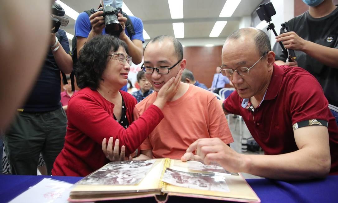 Mao Yin é apenas uma das mais de 6.300 crianças sequestradas que reencontraram as famílias biológicas. Uma onda de sequestro de bebês se desenvolveu nos anos 1990 devido à política do filho único, na China Foto: CHINA DAILY / REUTERS