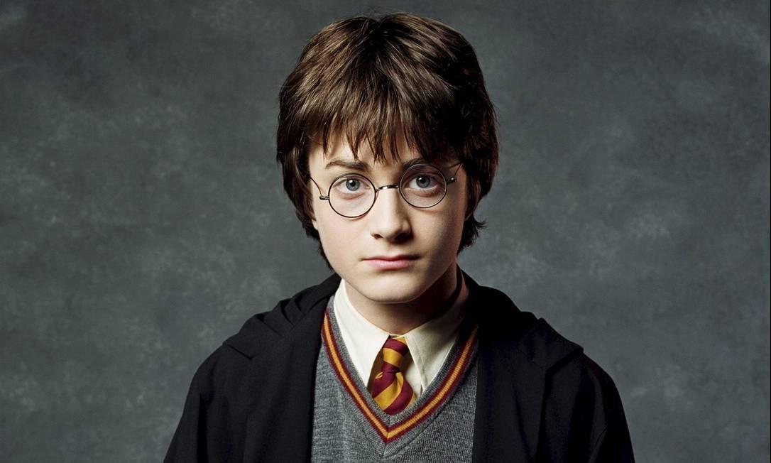 O ator Daniel Radcliffe como Harry Potter em 2001, quando o primeiro filme da franquia foi lançado Foto: Agência O Globo