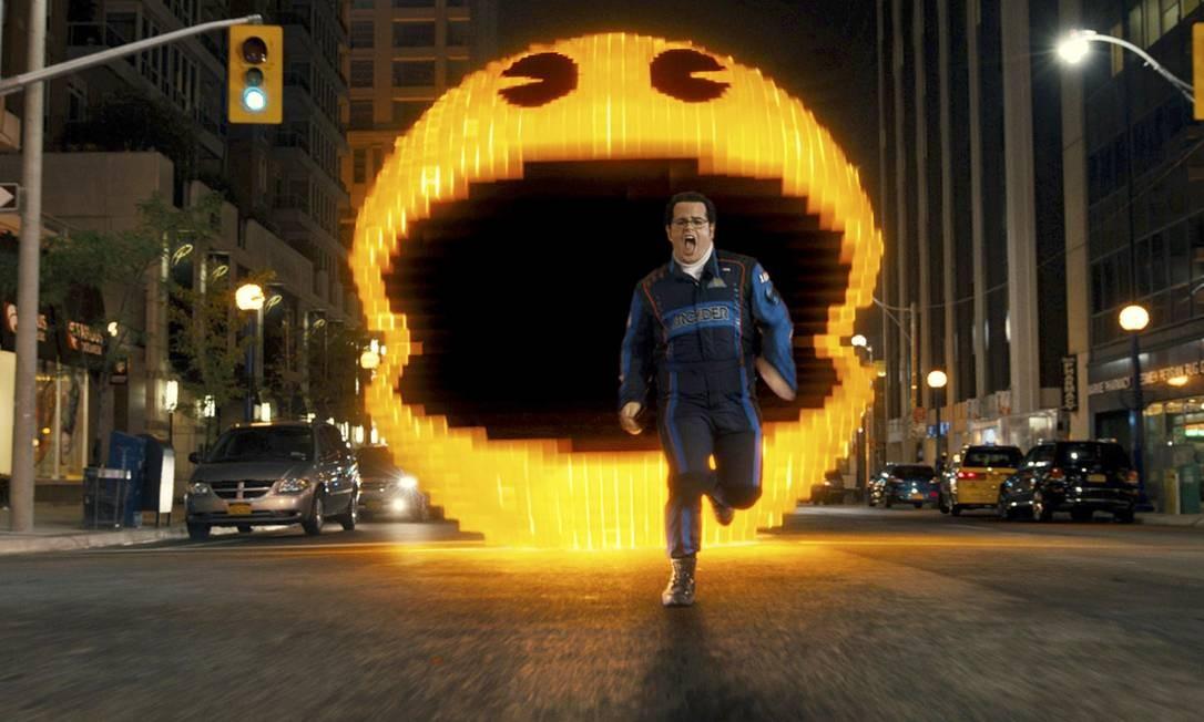 """O ator Adam Sandler, perseguido pelo Pac Man no filme """"Pixels"""", de 2015 Foto: Divulgação"""