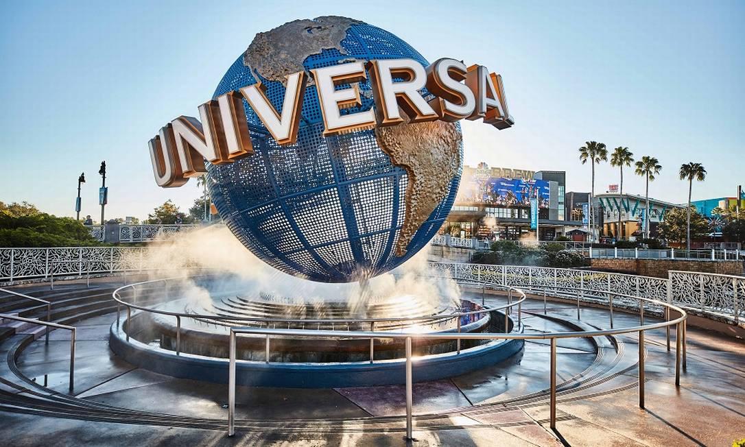 Globo na entrada dos parques temáticos do Universal Orlando Resort Foto: KEVIN KOLCZYNSKI / UNIVERSAL ORLANDO / Divulgação