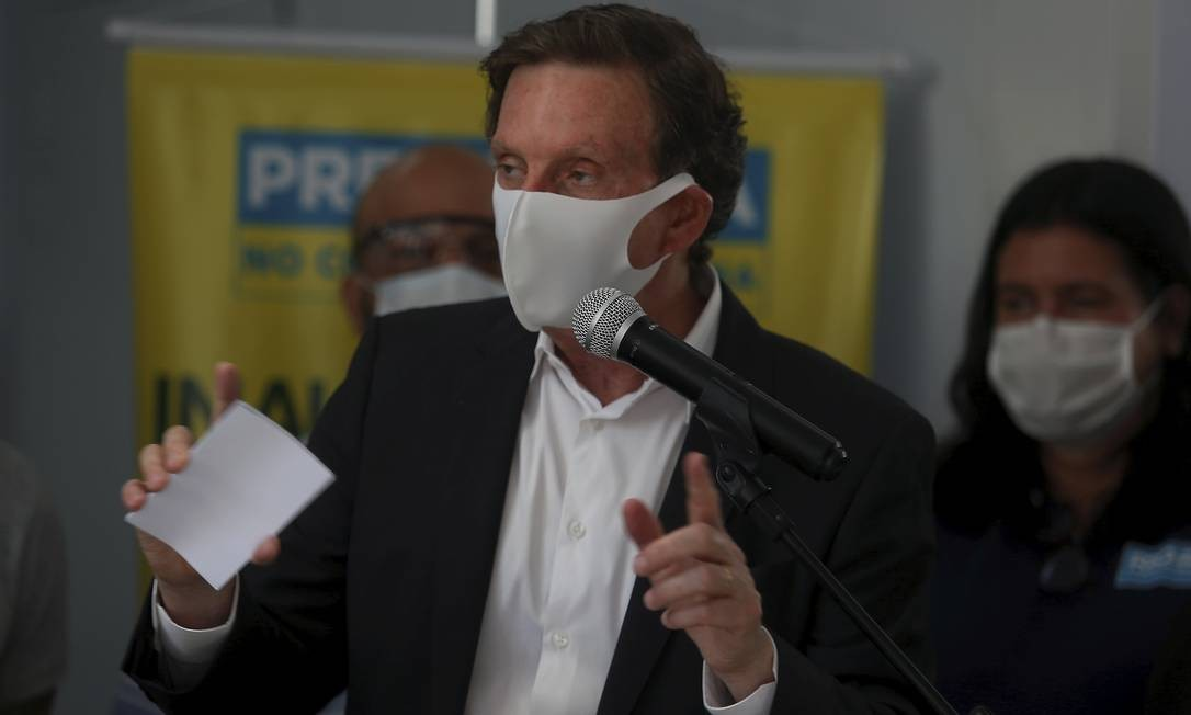 O prefeito Marcelo Crivella durante inauguração do tomógrafo na UPA da Cidade de Deus Foto: FABIANO ROCHA / Agência O Globo