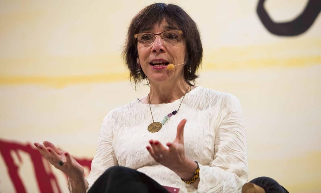 A escritora Noemi Jaffe em mesa da Flip 2017; agora ela lança novo livro Foto: Mônica Imbuzeiro / Agência O Globo