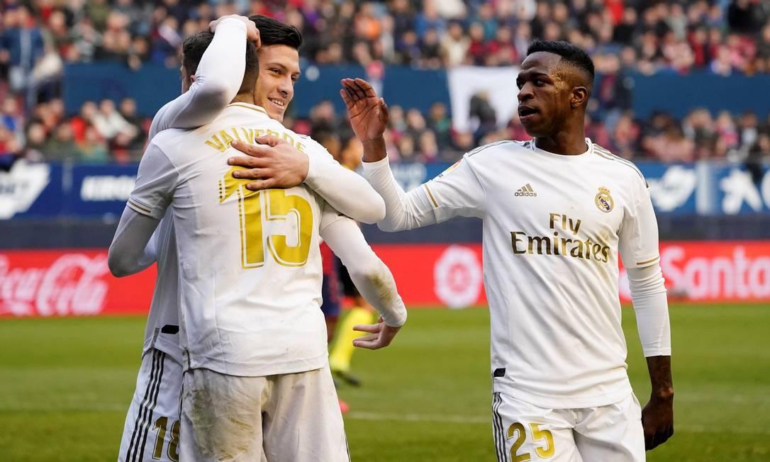 Jogadores do Real Madrid comemoram gol contra o Osasuna Foto: VINCENT WEST / Reuters