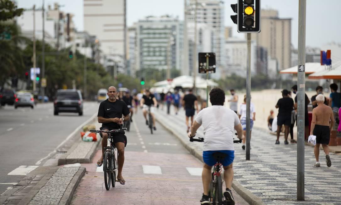 No Leblon, a movimentação também foi intensa, como na vizinha Ipanema – idem para o descumprimento do decreto do uso de máscara Foto: Leo Martins / Agência O Globo