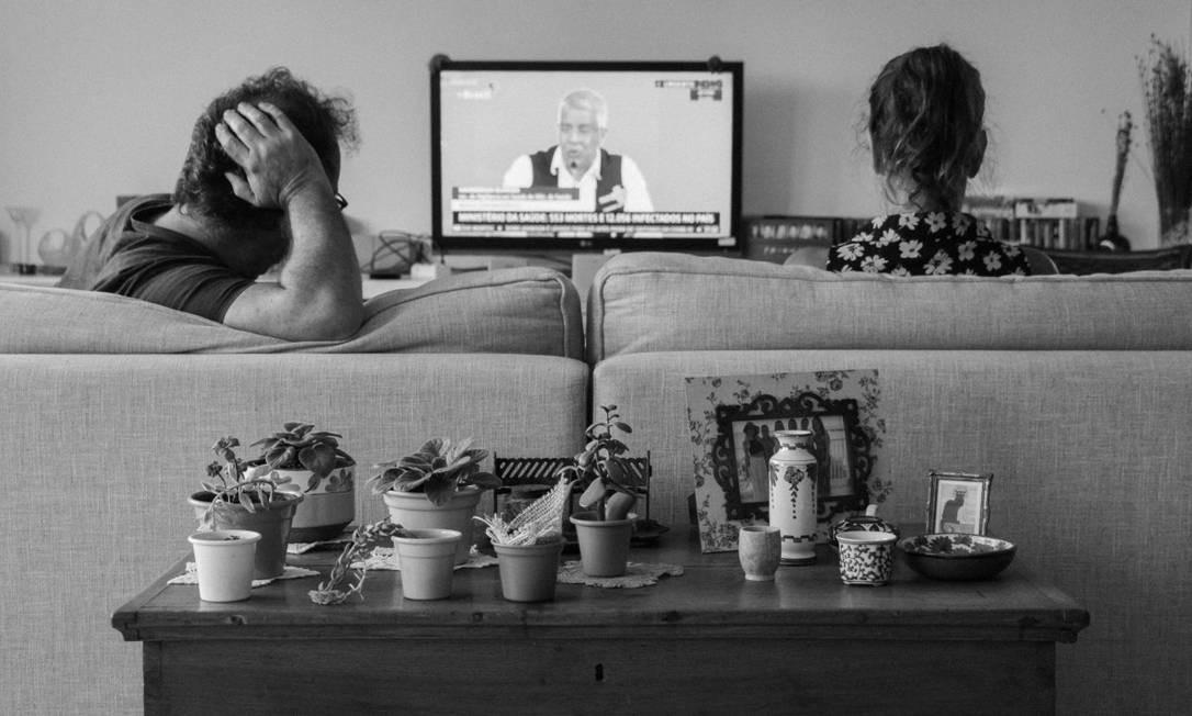 Sala da casa de Natália Henkin: participantes relatam as dificuldades e os pontos positivos descobertos nesses dias de relação intensíssima com os lares Foto: Reprodução