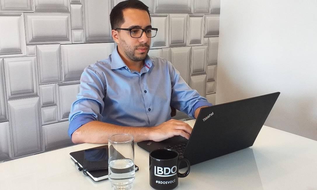 O auditor Diego Bastos considera positiva a experiência no home office e diz até produzir mais Foto: Arquivo Pessoal