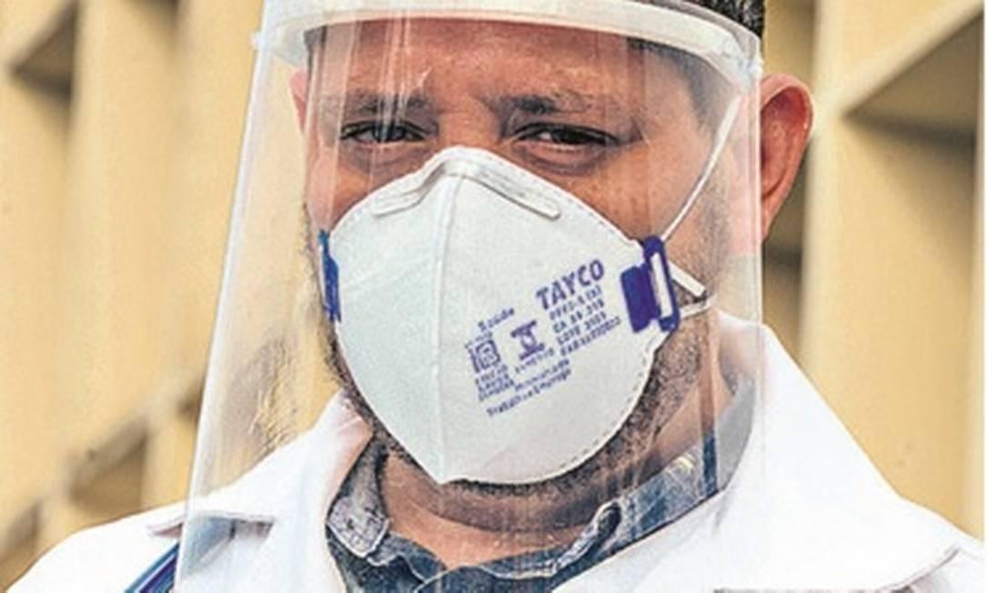 Em Recife, Elton Menezes deu respirador à idosa, em detrimento de homem de 40 anos: os dois se salvaram Foto: Leo Caldas