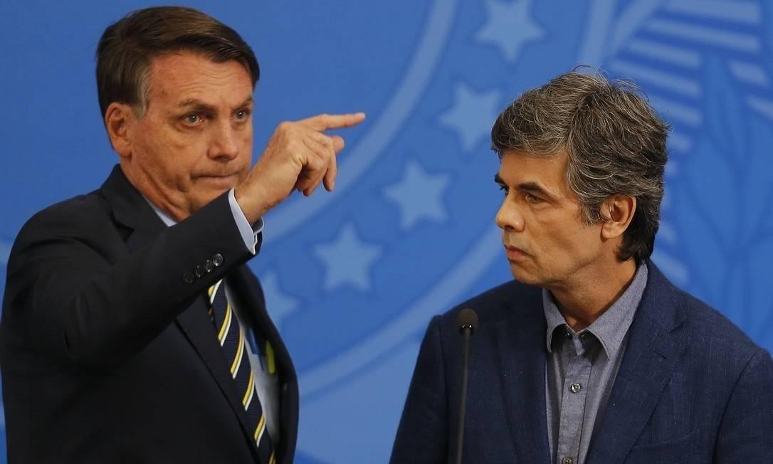 Presidente Jair Bolsonaro e o ex-ministro da Saúde, Nelson Teich Foto: Jorge William / Agência O Globo - 16/04/2020