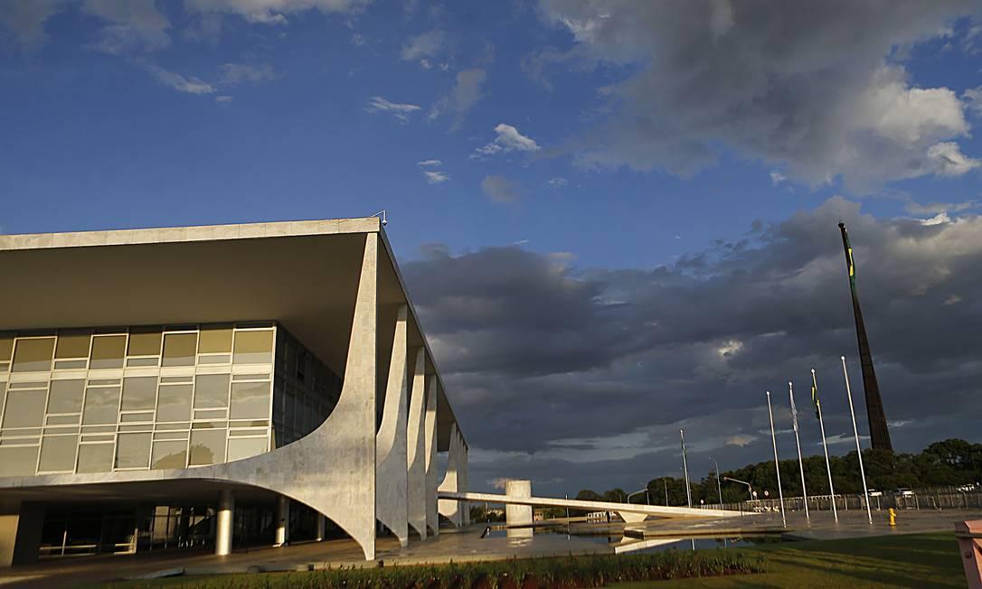 Nuvens sobre o Palácio do Planalto, em Brasília Foto: Jorge William / Agência O Globo