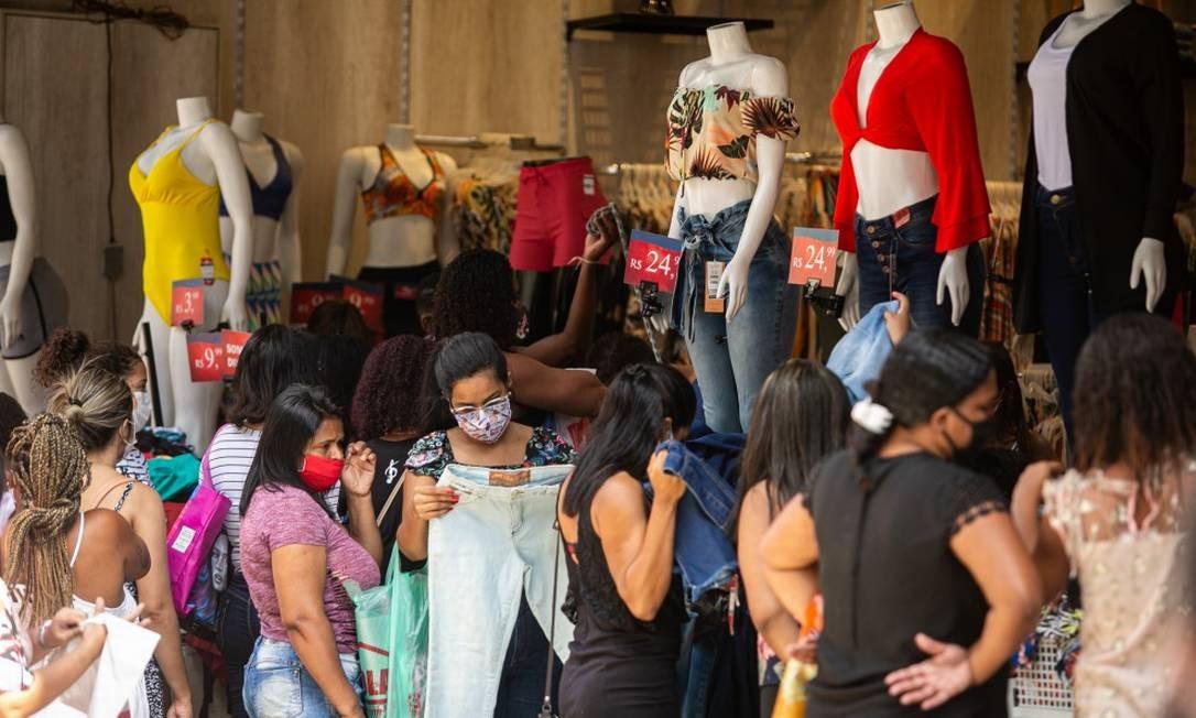 Com aval do Prefeito, comércio em Duque de Caxias foi reaberto Foto: Hermes de Paula / Agência O Globo