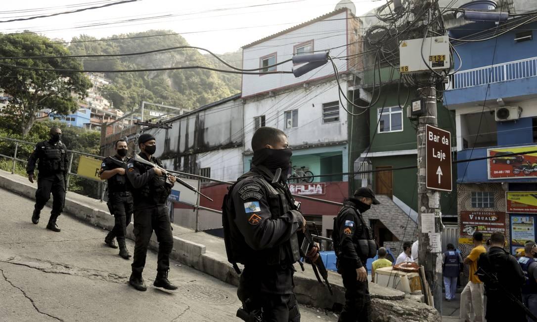 Levantamento aponta média de seis mortes por dia em operações no Rio Foto: Gabriel de Paiva / Agência O Globo
