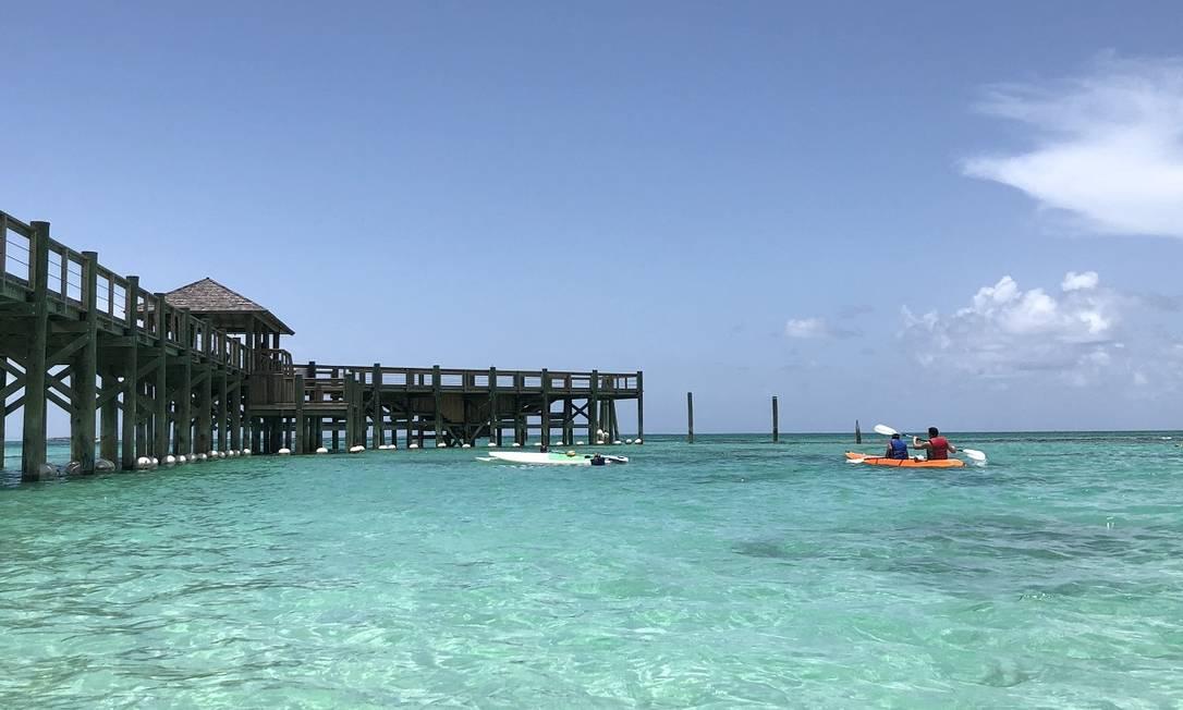 A praia de Cable Beach, onde ficam os hóspedes do complexo de hotéis Baha Mar, nas Bahamas Foto: Ana Paula Blower / O Globo