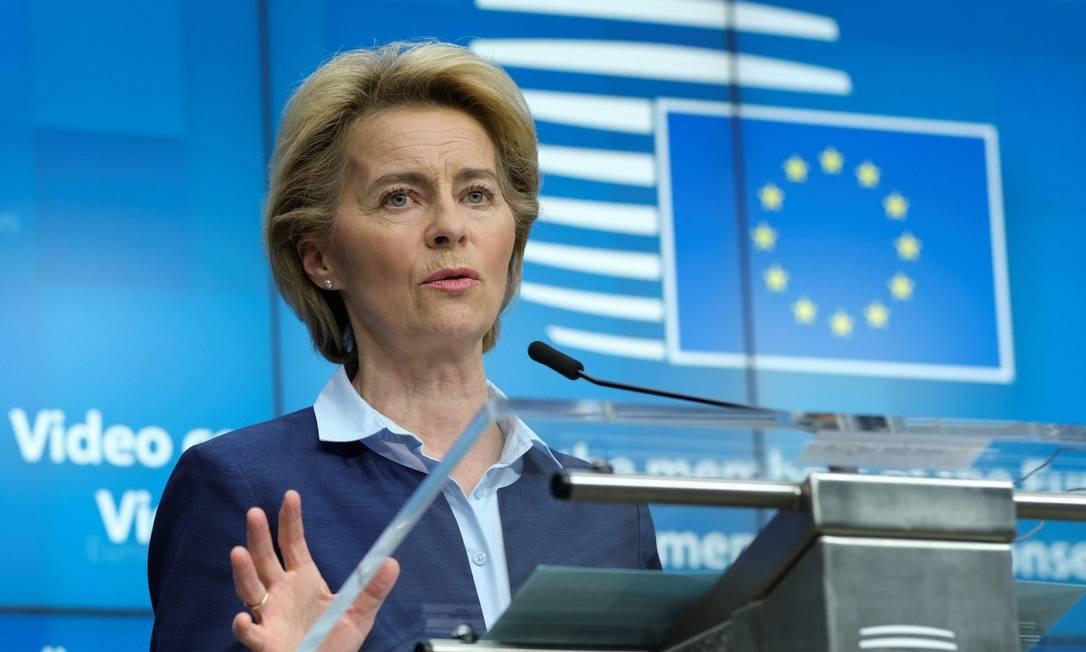 Presidente da Comissão Europeia, Ursula Von Der Leyen, durante entrevista coletiva em Bruxelas Foto: OLIVIER HOSLET / AFP / 23-04-2020