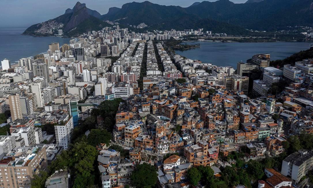 Pavão-pavãozinho, entre os bairros Ipanema e Copacabana, na Zona Sul do Rio Foto: Mauro Pimentel / AFP