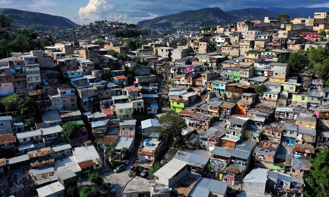 Favela em Tegucigalpa, na capital de Honduras Foto: Abraham Canaca / AFP