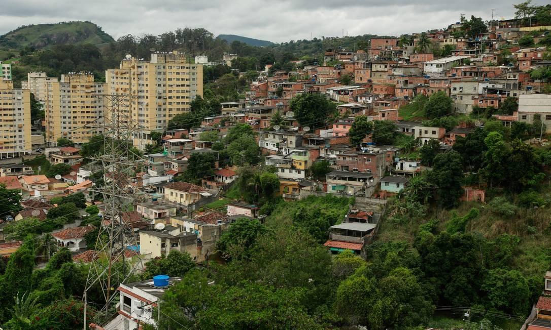 Bairro do Fonseca, em Niterói, à margem da Alameda São Boaventura, um dos principais acessos à cidade Foto: Brenno Carvalho / Agência O Globo