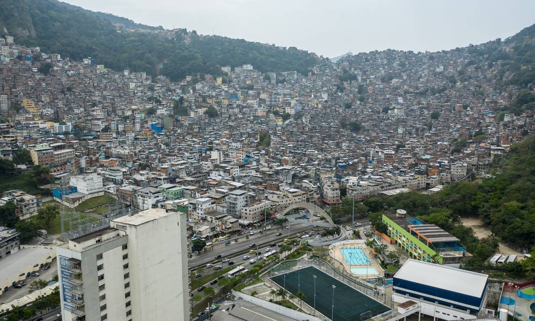 Favela da Rocinha, em São Conrado, na Zona Sul do Rio, concentra mais de 100 mil pessoas Foto: Brenno Carvalho / Agência O Globo