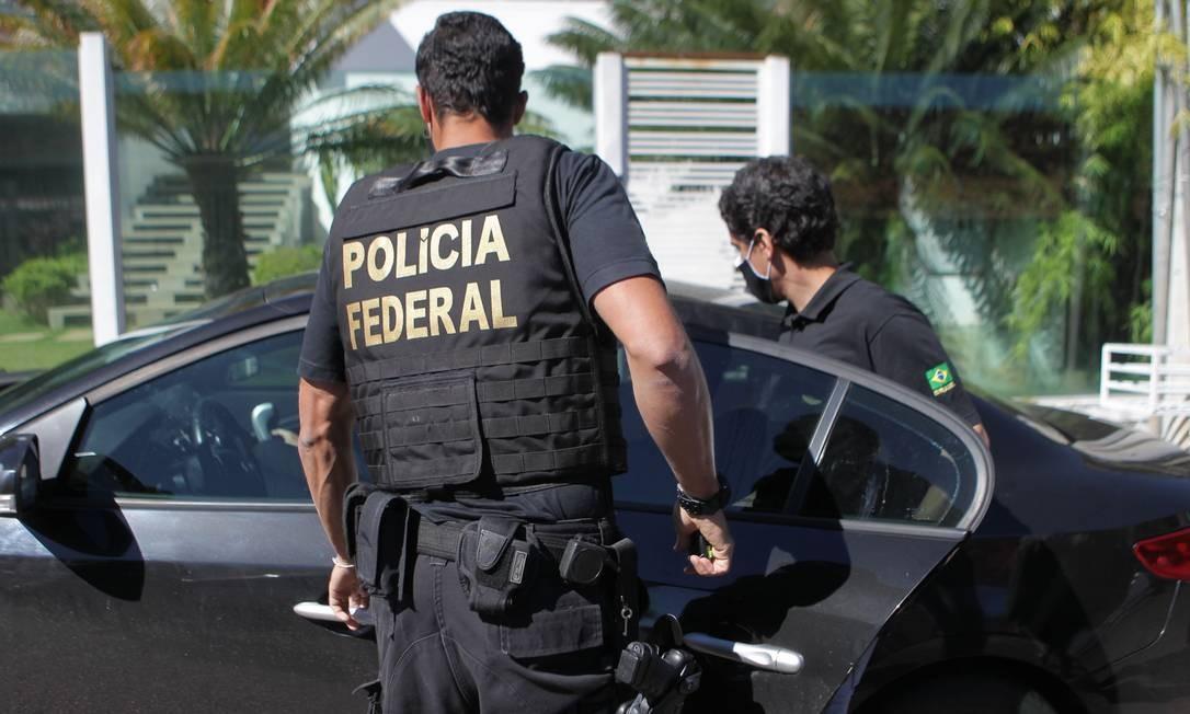 Brasília. Polícia Federal cumpre mandado de busca e apreensão na casa do bolgueiro Allan Santos, no Lago Sul Foto: Jorge William / Agência O Globo