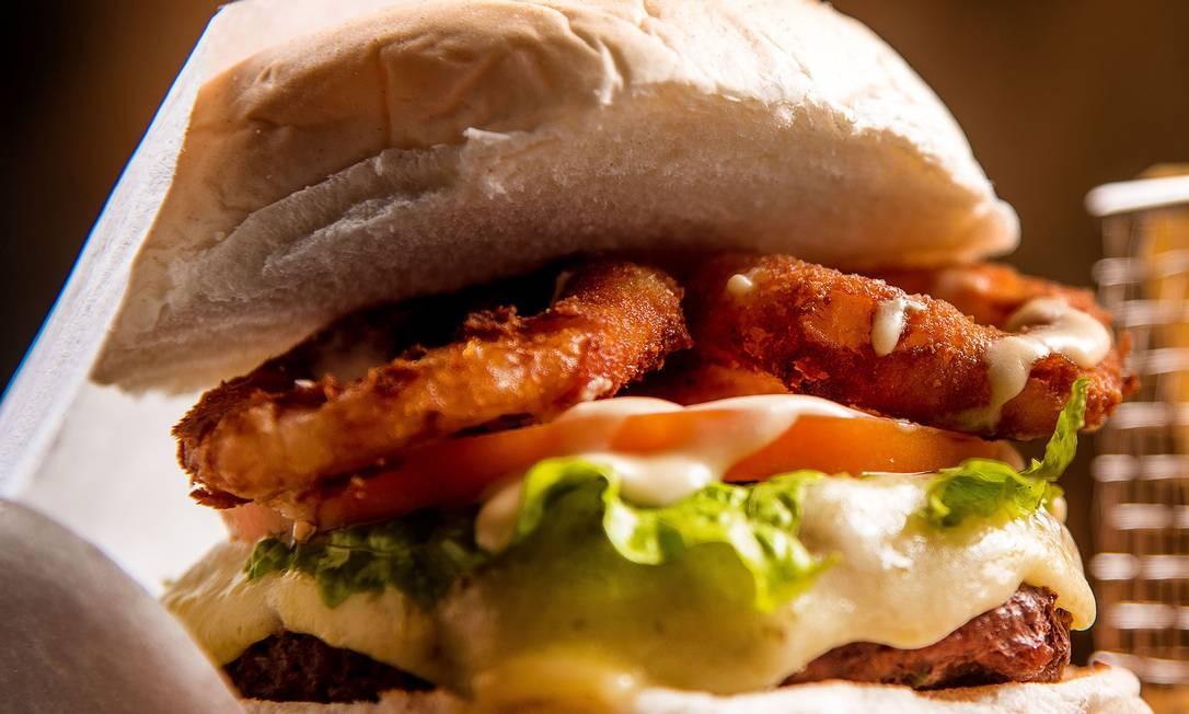 Para comemorar o Dia Mundial do Hambúrguer, Barthodomeu oferece 50% de desconto nos hambúrgueres da casa Foto: FILICO / Divulgação/Filico