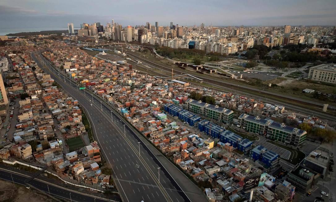 Villa 31, uma das maiores favelas de Buenos Aires, capital da Argentina Foto: Emiliano Lasalvia / AFP