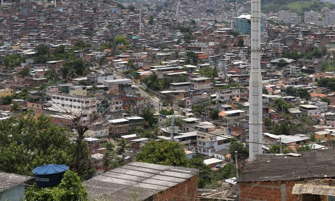 Vista do Morro do Adeus, uma das favelas do Complexo do Alemão, na Zona Norte do Rio Foto: Pedro Teixeira / Agência O Globo