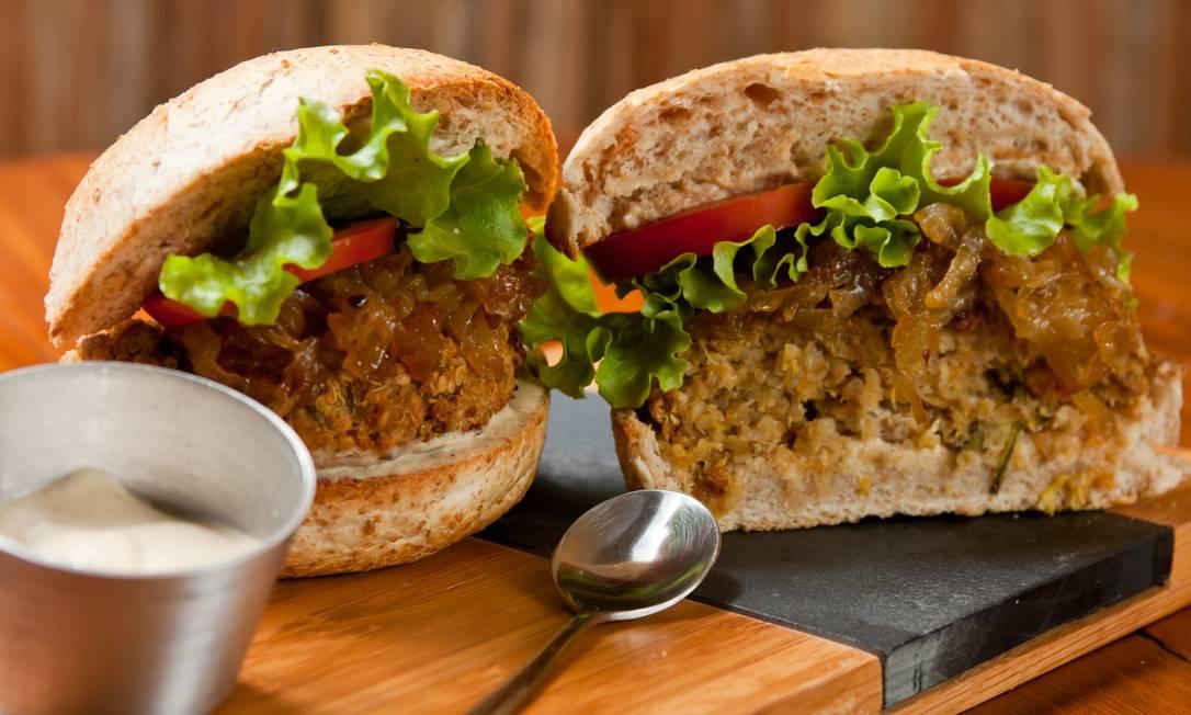 .Org Bistrô: hambúrguer de quinoa, da chef Tati Lund Foto: Divulgação/Rodrigo Rodrigues Castro
