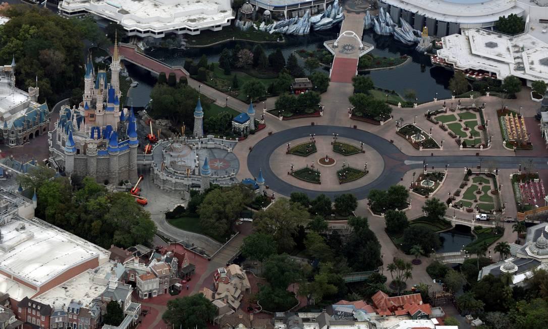 O Magic Kingdom, no Walt Disney World, foi fechado por causa da pandemia de coronavírus Foto: Gregg Newton / REUTERS