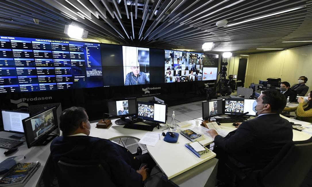 Por causa da pandemia, as sessões do Senado estao sendo realizadas de maneira remota Foto: Jefferson Rudy / Agência O Globo