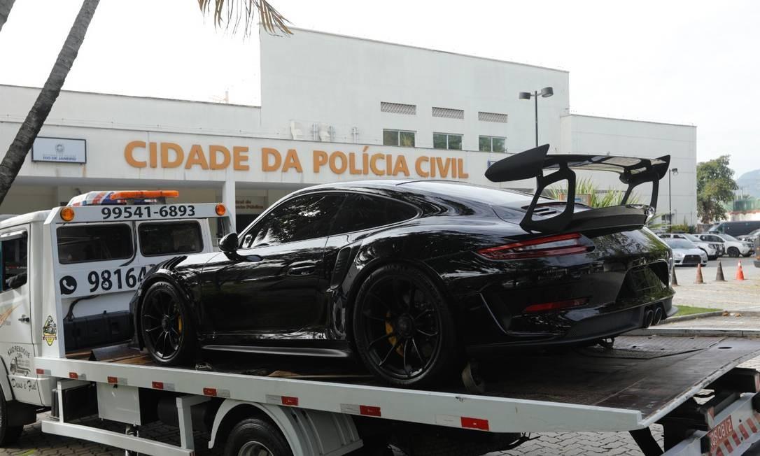 Carros de luxo, avaliado em cerca de R$ 2 milhões, está envolvido em rachas no Rio Foto: Brenno Carvalho/O Globo
