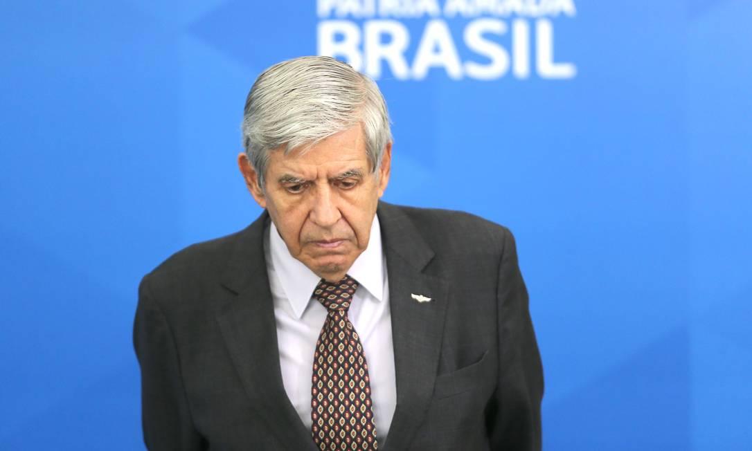 O ministro do GSI, Augusto Heleno, durante cerimônia no Palácio do Planalto Foto: Jorge William/Agência O Globo/01-04-2020