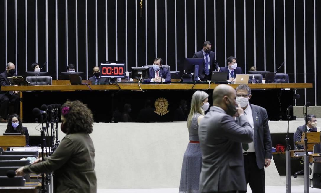 Plenário da Câmara, que vota a MP 936, permitindo a redução de salários e jornada de trabalhadores Foto: Najara Araújo / Câmara dos Deputados