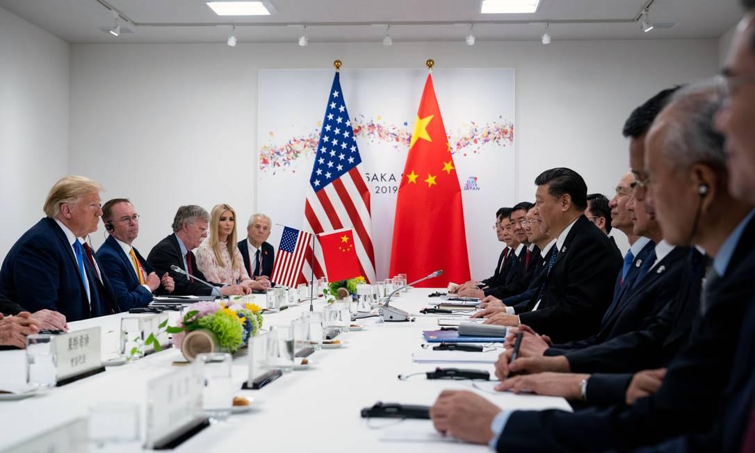 Trump ouve Xi Jinping falar durante reunião bilateral na Cúpula do G20 em Osaka, no Japão Foto: ERIN SCHAFF / NYT/29-06-2019