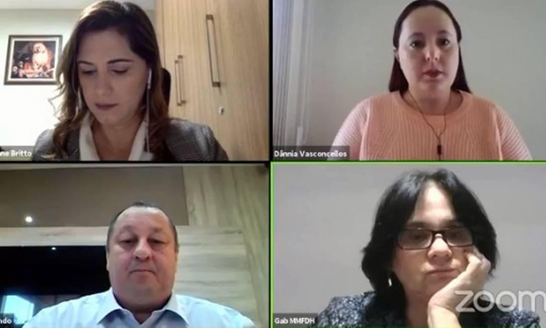 Ministra Damares Alves, a secretária Cristiane Britto e o ouvidor Fernando Pereira durante live Foto: Reprodução
