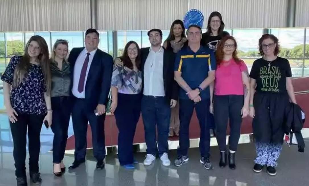 Bolsonaro recebe youtubers e deputados no Palácio da Alvorada (23/05/2020) Foto: Reprodução