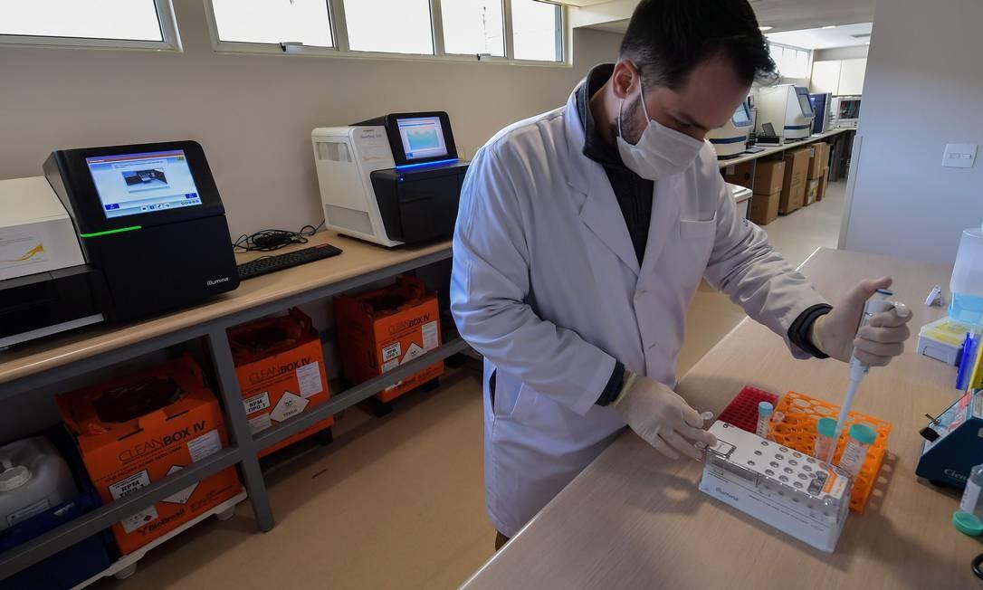 Exame passará a ser usado pela instituição a partir de junho Foto: NELSON ALMEIDA / AFP