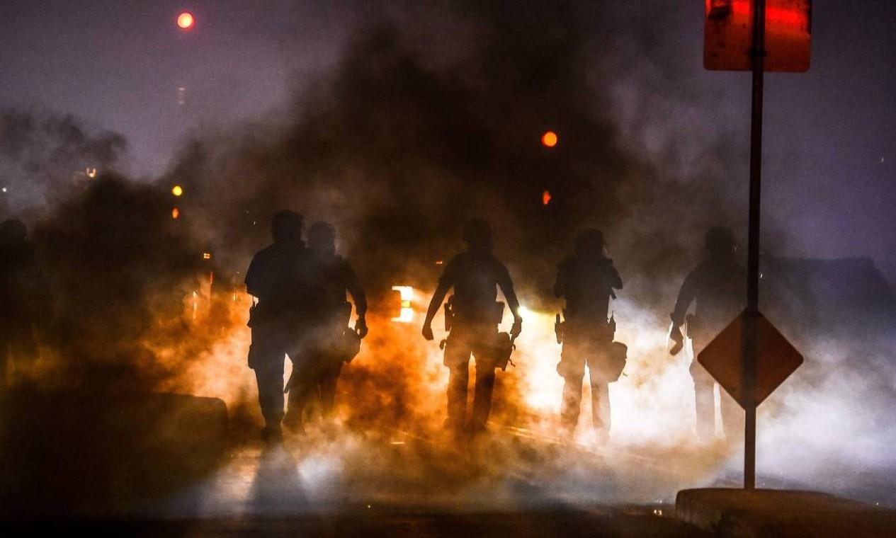 Polícia usou gás lacrimogêneo para dispersar manifestantes Foto: CHANDAN KHANNA / AFP