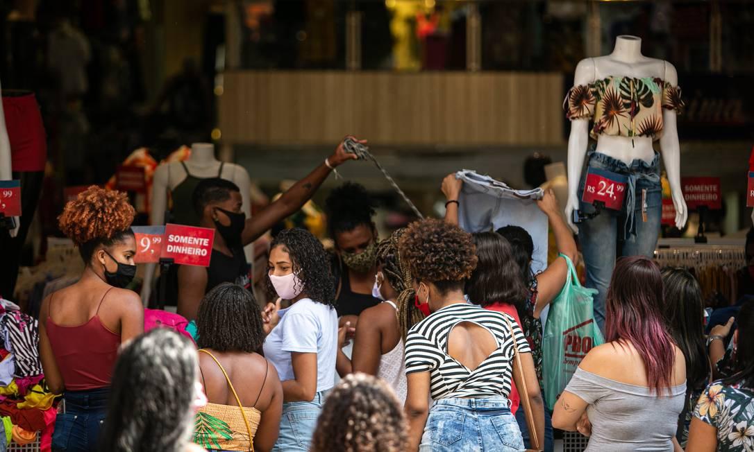 Duque de Caxias reabriu comércio na última segunda-feira, dia 25 Foto: Hermes de Paula / Agencia O Glob / Agência O Globo