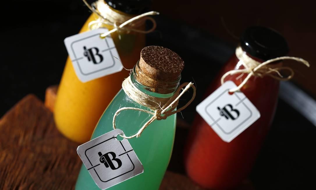 Drinques apostam em combinações de diferentes destilados com frutas e especiarias Foto: Fabio Rossi / Agência O Globo