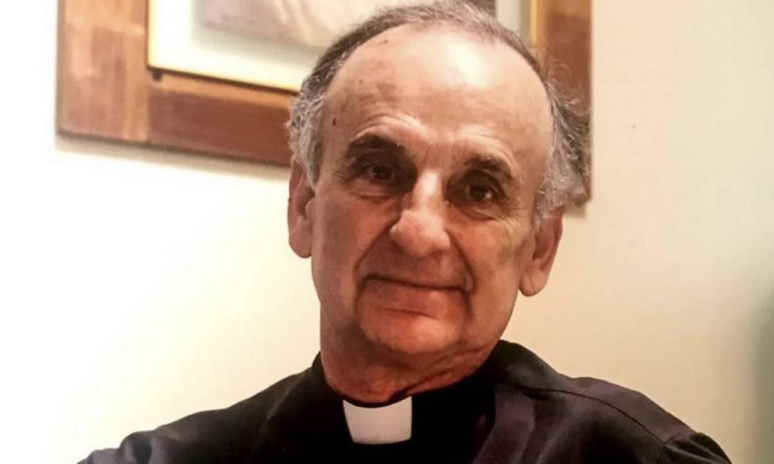 Padre José Maria Ramirez realiza sepultamentos virtuais para vítimas da Covid-19 Foto: reprodução