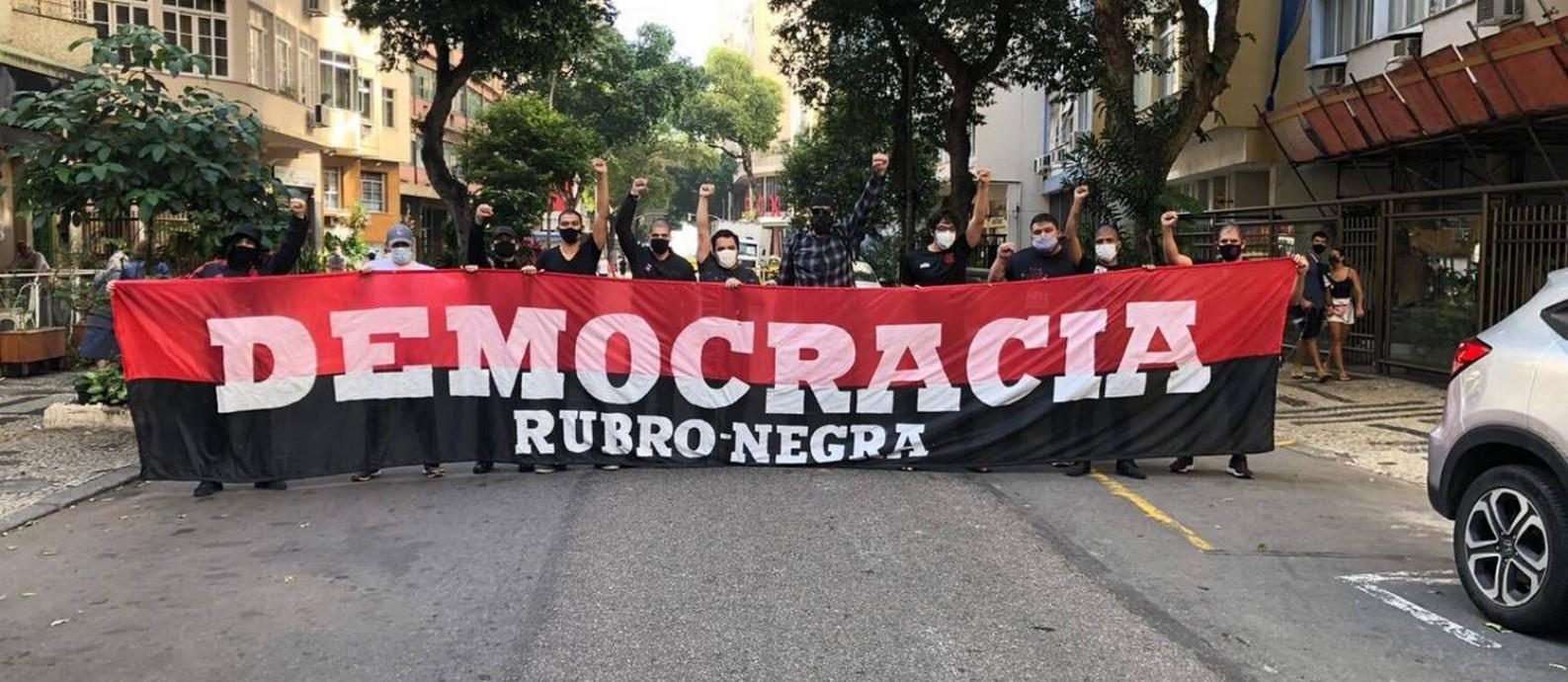 Torcidas de times de futebol protestam em defesa da democracia em SP e Rio de janeiro. Na foto, a torcida do Flamengo Foto: Reprodução