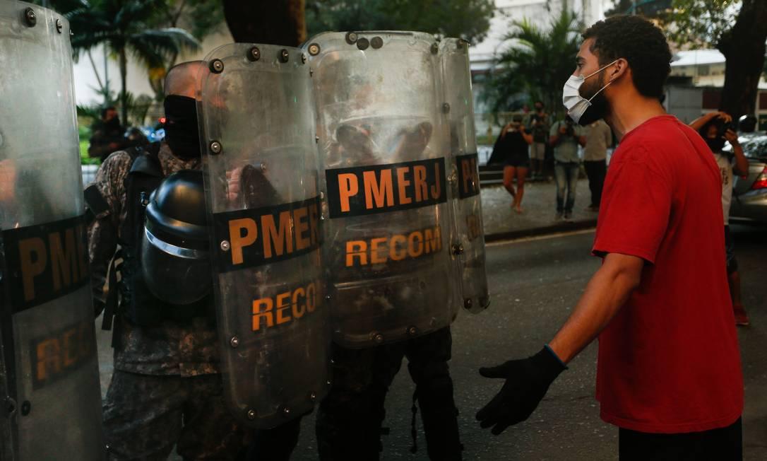 Manifestação no Palácio Guanabara pela morte de João Pedro tem confronto entre manifestantes e Polícia Militar Foto: ROBERTO MOREYRA / Agência O Globo