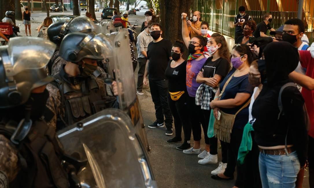 """O protesto """"Vidas negras importam"""" durou cerca de 40 minutos e reuniu entre 200 e 300 pessoas Foto: ROBERTO MOREYRA / Agência O Globo"""