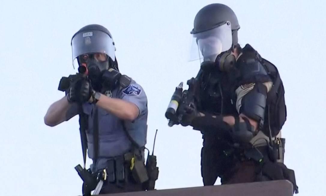 Police miram em cinegrafista Julio-Cesar Chávez da Reuters TV durante protesto em Minneapolis Foto: JULIO CESAR CHAVEZ / REUTERS