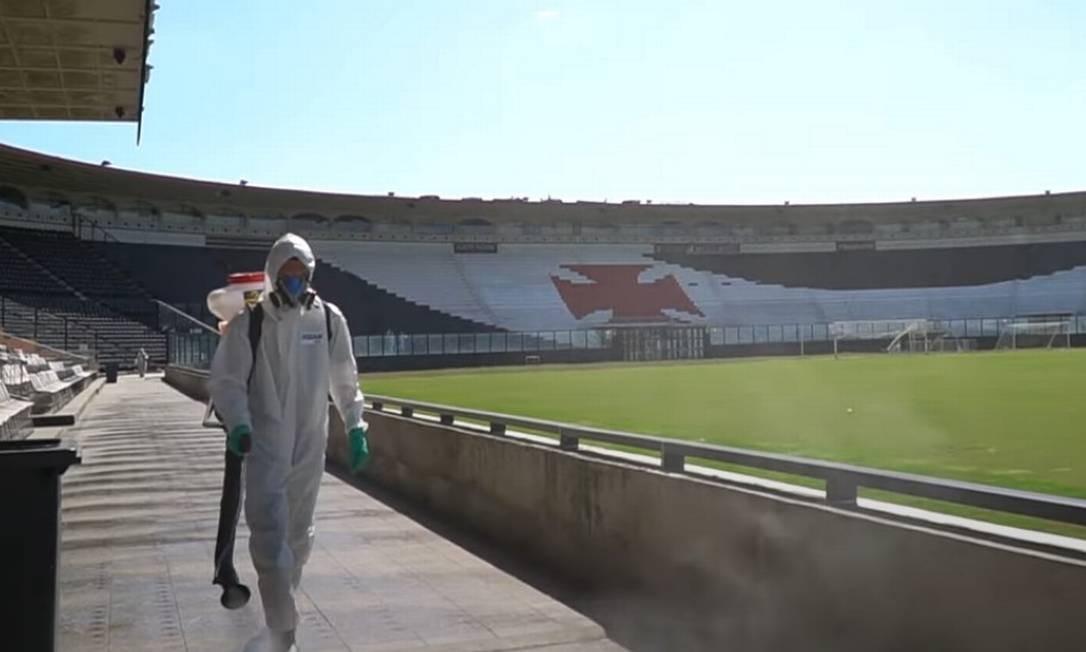 Vasco tem 16 jogadores com coronavírus; parte do elenco se apresenta nesta segunda
