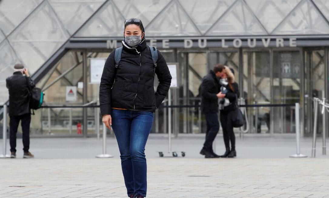 Louvre reabrirá com novas regras de visitação como uso de máscara Foto: Gonzalo Fuentes / REUTERS