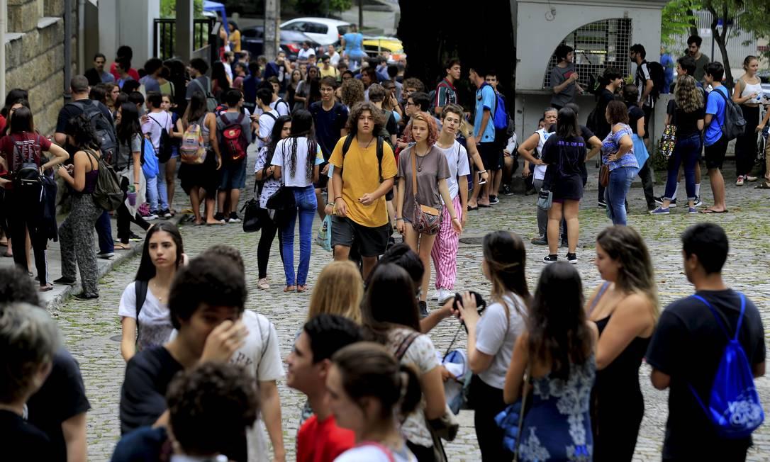 Aglomeração de candidatos do Enem 2019 na Universidade Santa Úrsula, no Rio Foto: Marcelo Theobald/10.11.2019 / Agência O Globo