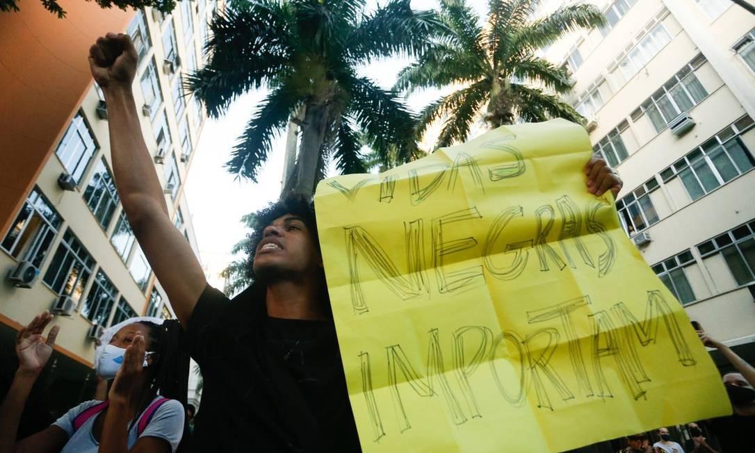 Manifestação anti-racista no Palácio Guanabara, no Rio de Janeiro Foto: ROBERTO MOREYRA / Agência O Globo