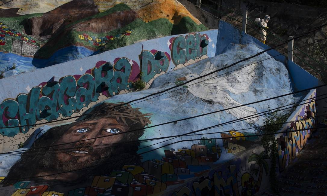 Avenida Niemeyer ganha mural artístico no local onde deslizamento causou duas mortes