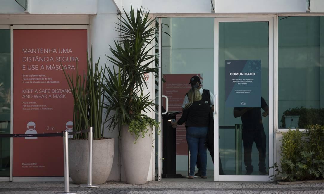 Shopping Leblon, com entrada controlada. Decreto estadual deve liberar reabertura dos shoppings a partir do dia 8 de junho Foto: Márcia Foletto / Agência O Globo